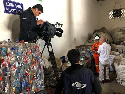 Periodista de Caracol TV visitó Esenttia y los proyectos de plástico reciclado