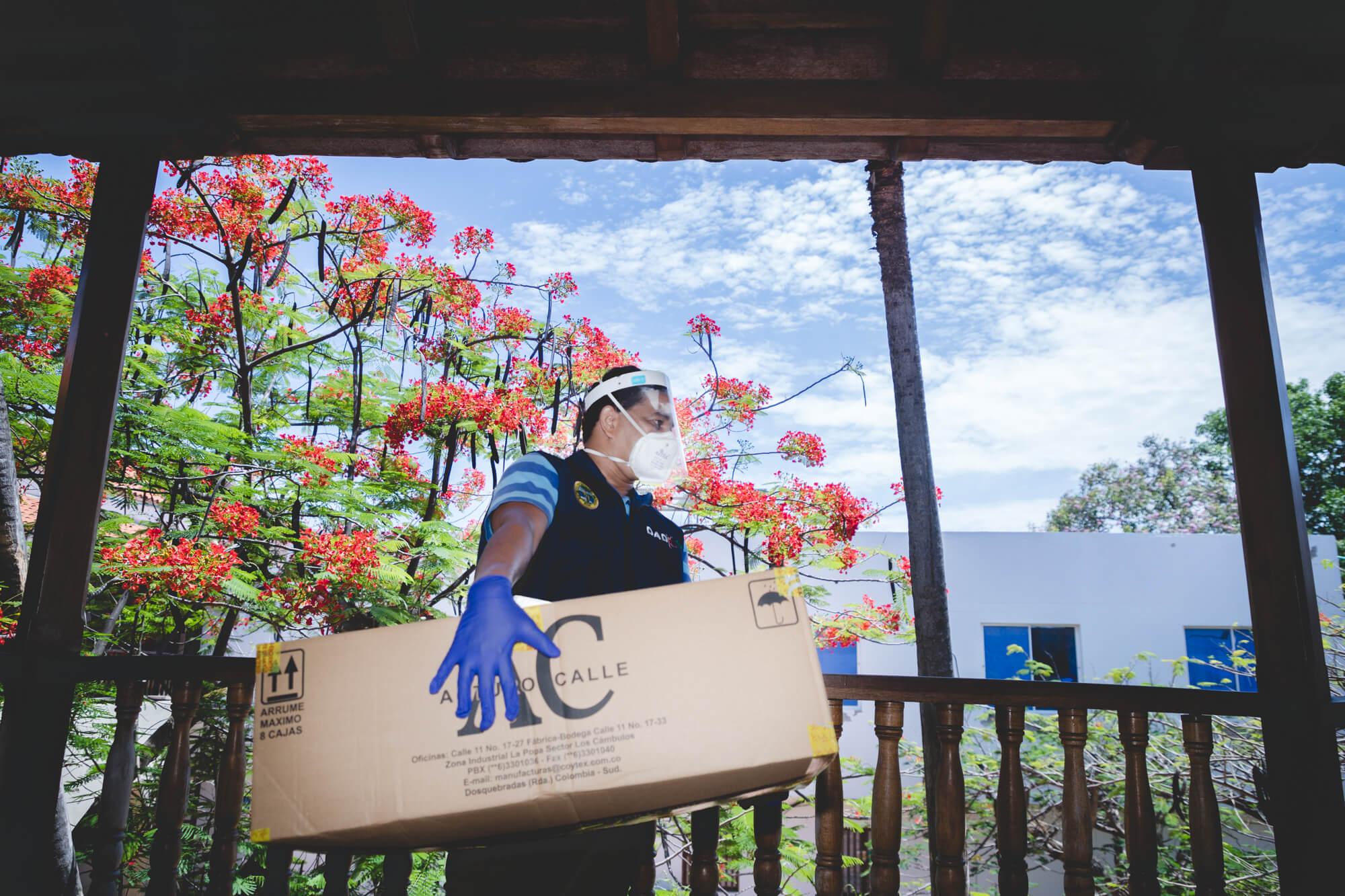 Esenttia entregó 30 mil kits de protección y  9 mil caretas para médicos de Cartagena