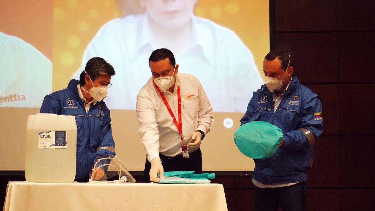 Esenttia entrega hoy 30 mil kits de trajes de protección y 9 mil caretas para médicos de Cartagena